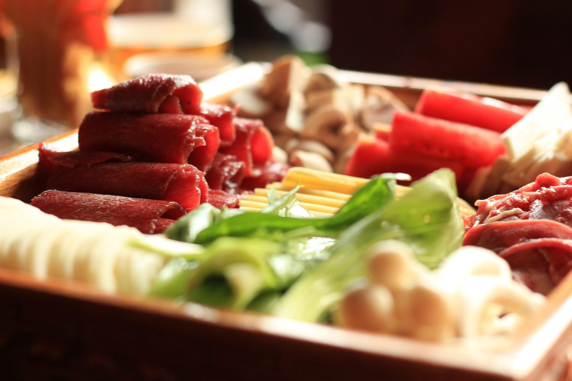 食物的烹调方式、饮食偏好、摄取的食物种类、肠道对营养物质的吸收能力、转化能力等,都会影响身高